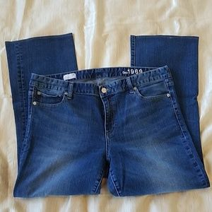Gap perfect bootcut jeans size 33r.     (T)